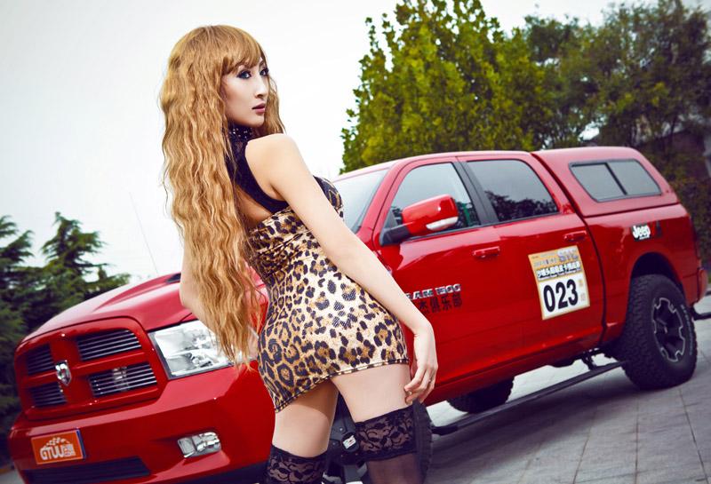 妖娆豹纹美人的红色激情大片